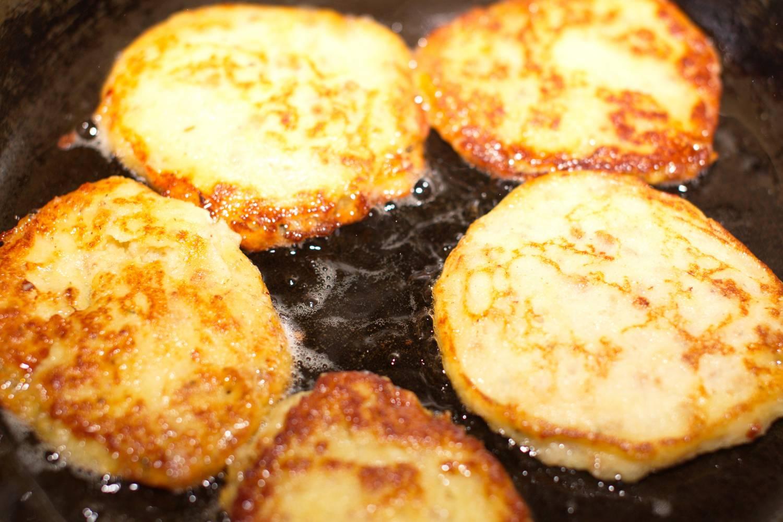 Как из вареной картошки сделать оладьи